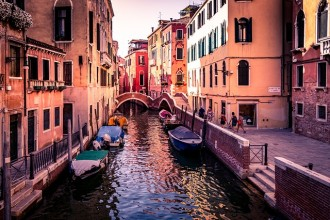 Falling In Love In Venice (private For Couples)