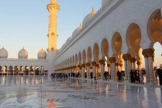 Abu Dhabi Mosque & Warner Bros tour from Dubai