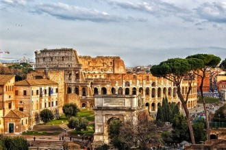 Private tour: A walk through history of Rome: Colosseum, Roman Forum and Palatin Hill – Half Day