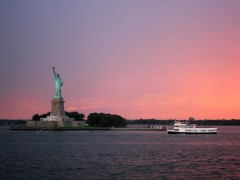 New York: Evening cruise between the harbor lights