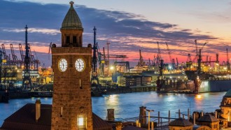 Private guided tour of Hamburg along the Elbe River