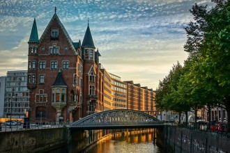 Guided tour of historic Hamburg in private
