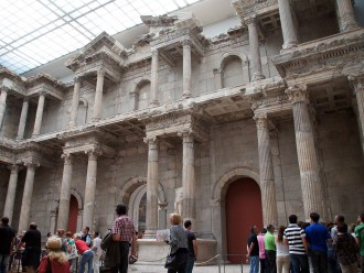 Berlin private tour with access to the Pergamon Museum and the Neues Museum
