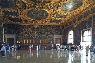 Afternoon In Venice: Doge's Palace Skip The Line + Discover Venice + Gondola Ride Skip The Line + Ticket To Old Royal Palace