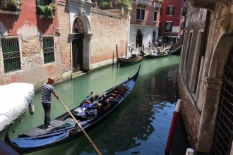 Grand Canal Gondola Ride (skip The Line) + Golden Basilica (skip The Line)