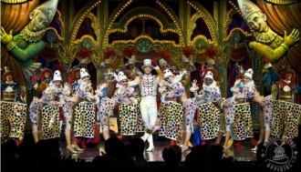 Dinner Cruise and Moulin Rouge Show, in a Small Group