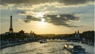 Eiffel Tower dinner with priority access, Seine Cruise and Moulin Rouge Show with 1/2 bottle of Champagne