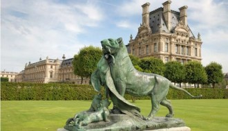 Full day guided walking tour to the Louvre and the Eiffel Tower