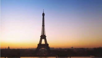 Paris City tour with the histopad + Moulin Rouge show and a glass of champagne