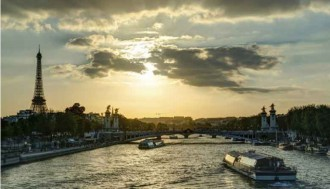 Seine Cruise + Moulin Rouge Show - Pickup & Drop off Hotel