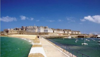 2 Day Guided Tour to Normandy D-Day Beaches, Saint Malo & Mont Saint Michel from Paris