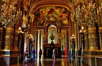 Walking Guided Tour: Covered Passages & Opera Garnier