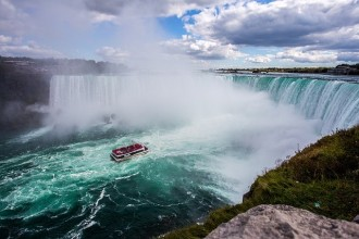 3 Days Tour to Niagara Falls, Toronto, 1000 Islands and Outlet Shopping