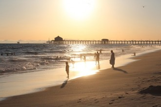 1 Day Tour to Huntington Beach: Long Beach, Muscle Beach, Venice Beach and Santa Monica Beach from Los Angeles